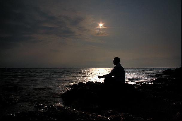 TÔI MÃI MÃI CHỈ LÀ KẺ ĐẾN SAU TRONG CUỘC TÌNH NÀY